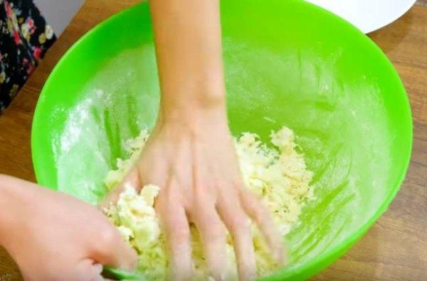 5119392553db0f46fc5fe2a23367cd22 Як приготувати чебуреки з мясом в домашніх умовах? Рецепти дуже смачних чебуреків
