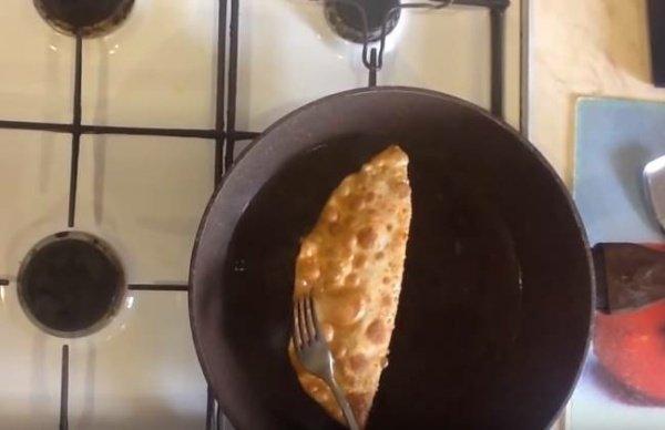 c5cdcfa4e1b711cfd2a5b6bed4398930 Як приготувати чебуреки з мясом в домашніх умовах? Рецепти дуже смачних чебуреків